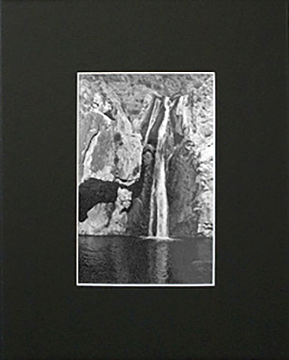 Ivory Black with White Core Bainbridge Archival Mat
